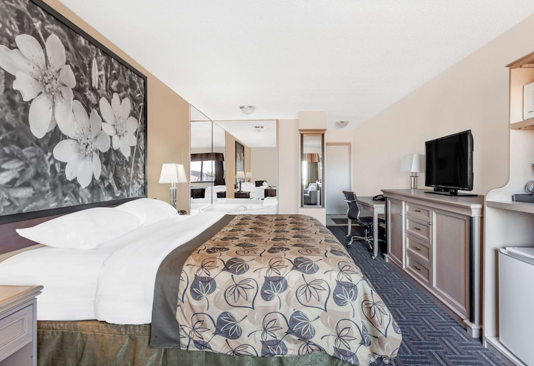 Super 8 by Wyndham Stettler, Stettler,  Jacuzzi room, 1 king bed, sitting area, fridge, microwave, non smoking, Guest Room
