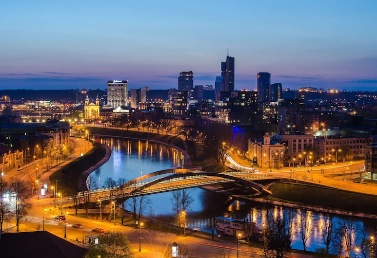 Radisson Blu Hotel Lietuva, Vilnius, Fassaad õhtul/öösel