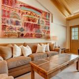 Condo, 1 Bedroom (Gold) - Living Room