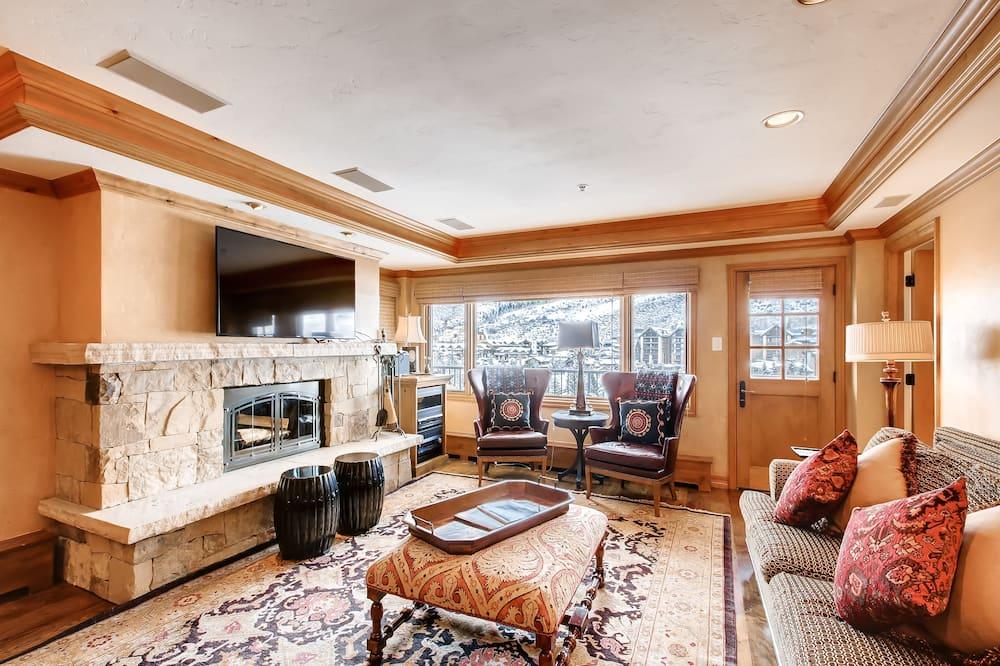 Condo, 2 Bedrooms (Platinum) - Living Room