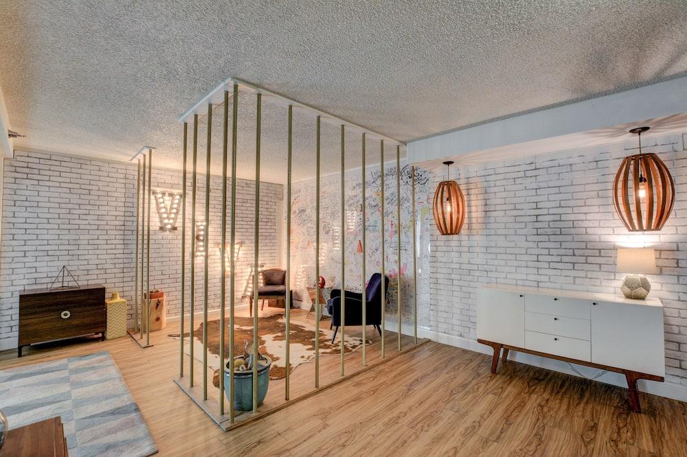 Phòng Suite có thiết kế đặc trưng, 3 phòng ngủ, Quang cảnh thành phố - Khu phòng khách