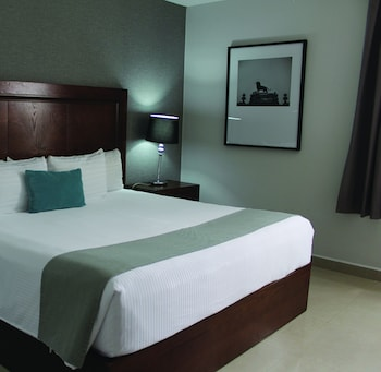 Picture of Hotel Suites Mexico Plaza Campestre in Leon