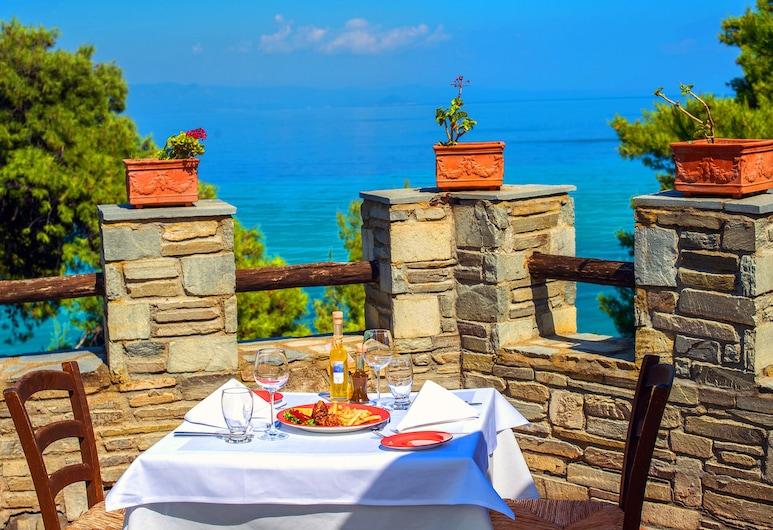 Alexander the Great Beach Hotel, Kassandra, Obiekty restauracyjne na zewnątrz