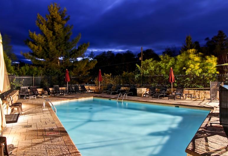 Homewood Suites by Hilton Mont-Tremblant Resort, มงต์ทรอมบลอง, สระว่ายน้ำกลางแจ้ง