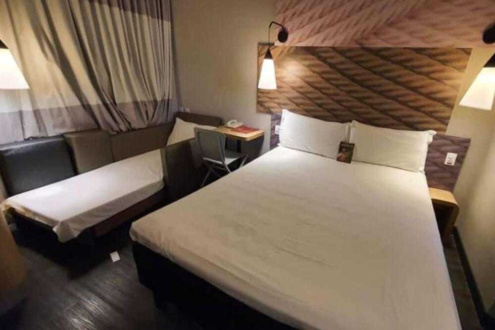 Doppelzimmer, Mehrere Betten - Wohnzimmer