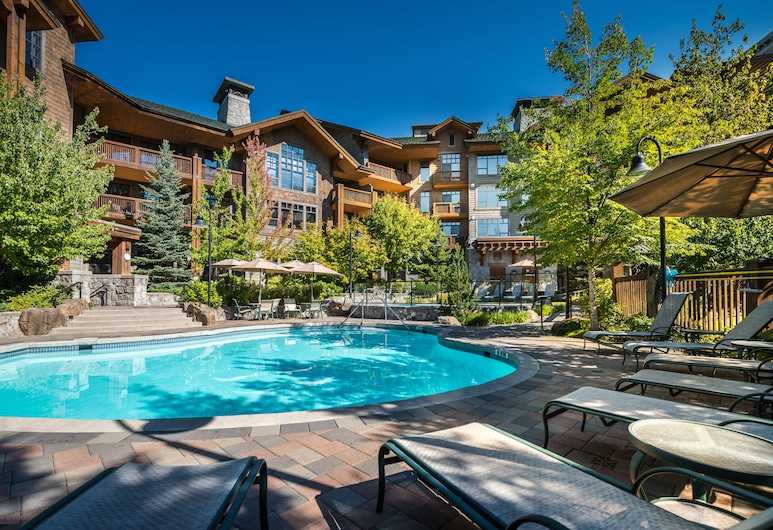 First Tracks Lodge, Whistler, Outdoor Pool