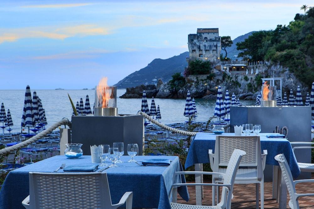 Book lloyd 39 s baia hotel in vietri sul mare for Hotel barcellona sul mare