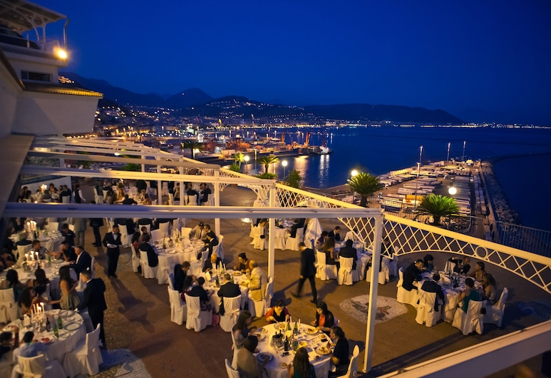 Lloyd's Baia Hotel, Vietri sul Mare, Restauration en terrasse