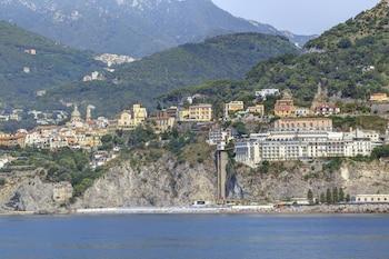 Mynd af Lloyd's Baia Hotel í Vietri Sul Mare