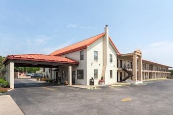 Picture of Super 8 by Wyndham Fredericksburg in Fredericksburg