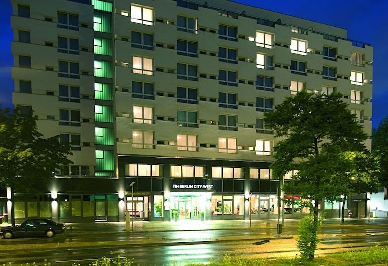 NH Berlin City West, Berlin, Hotel Front – Evening/Night