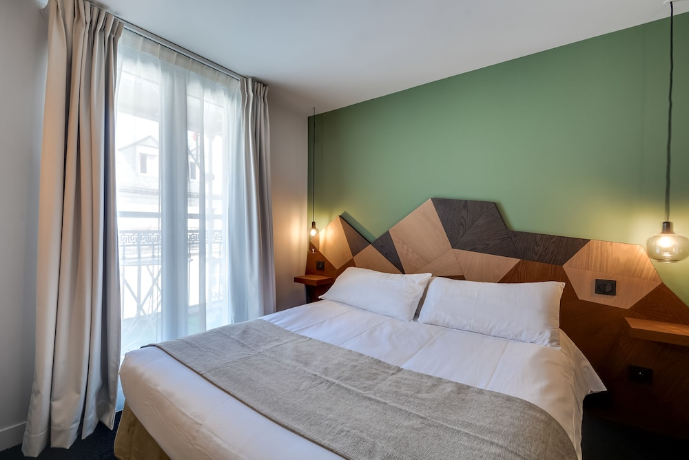 Hotel Mattle Paris Standard Double Room 1 Bed Guest