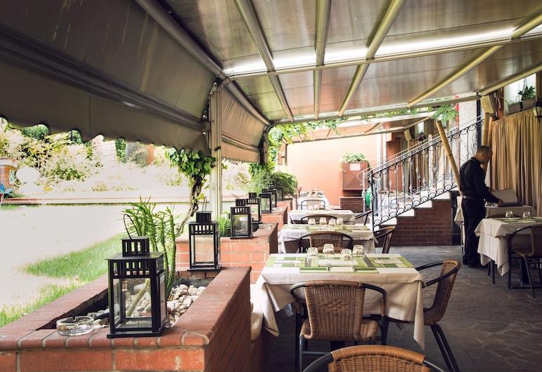 ECO HOTEL LA RESIDENZA & BIO RESTAURANT, Milan, Tempat Makan Luar Ruangan