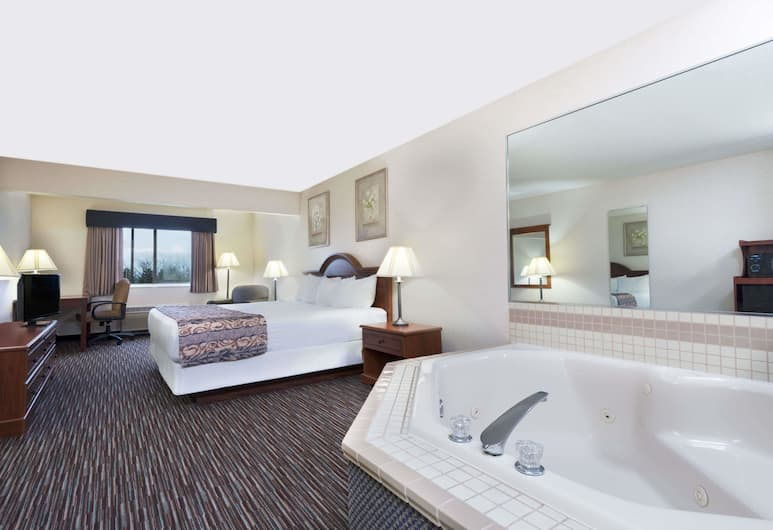 Baymont by Wyndham Columbus/Rickenbacker, Columbus, Studio Suite, 1 King Bed, Non Smoking, Guest Room
