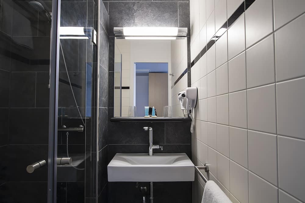 Dvivietis kambarys (2 viengulės lovos) su patogumais, 2 viengulės lovos - Vonios kambarys