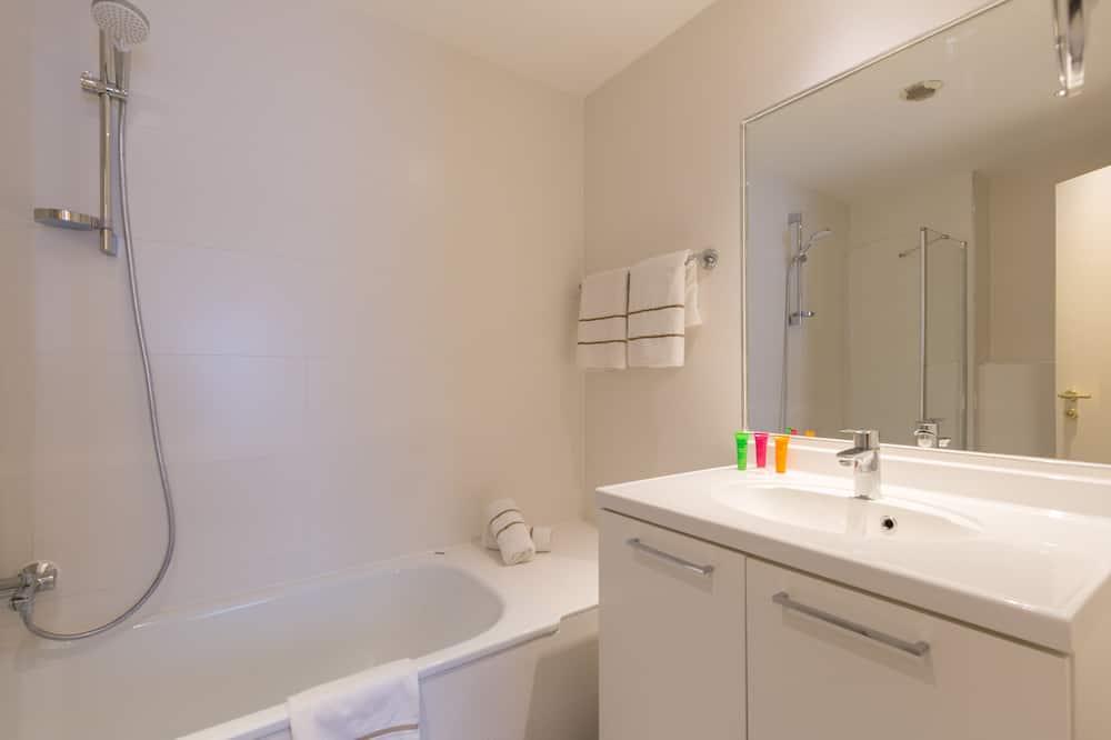 Apartment, 1 Bedroom (Street View) - Bathroom