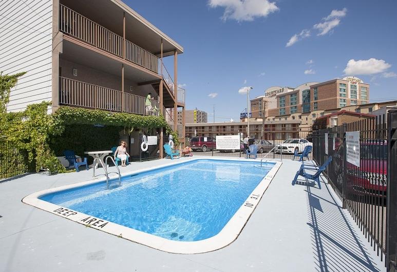 Admiral Inn by the Falls, Niagara Falls, Piscina al aire libre