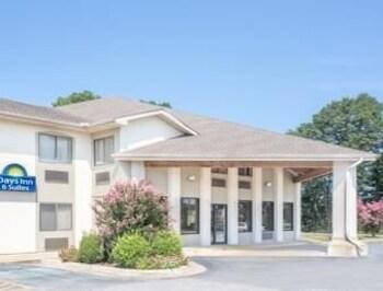 Picture of Days Inn and Suites Brinkley in Brinkley