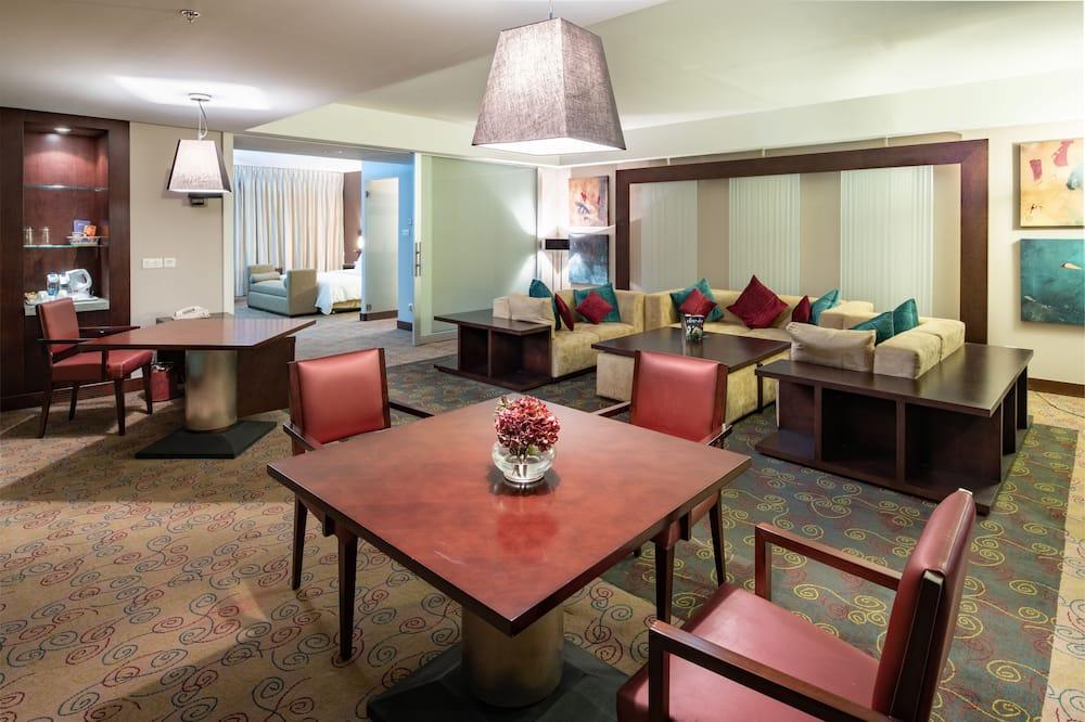 Suite, 1 Bedroom (Lounge Access) - Living Area