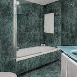 Familienzimmer, 1King-Bett, Nichtraucher - Badezimmer