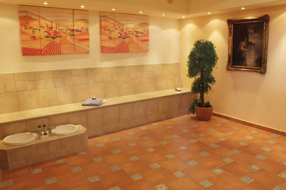 Suite - Indoor Spa Tub