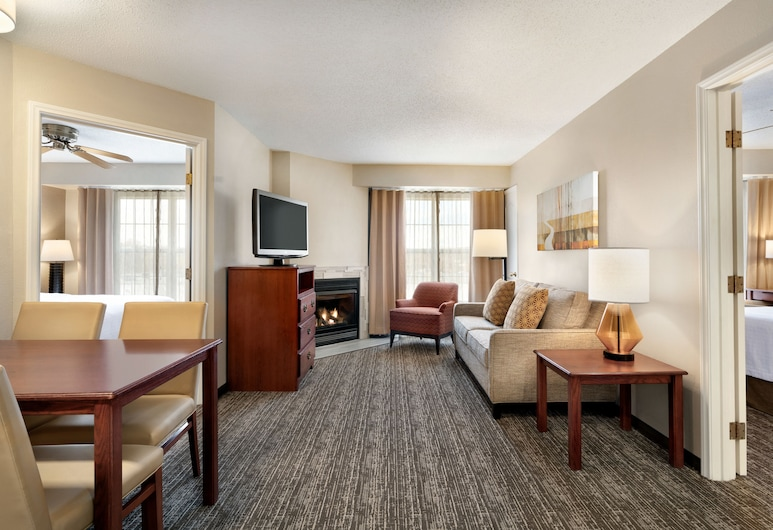 Homewood Suites by Hilton Providence/Warwick, Warwick, 2-Bedroom Suite, Mobility Accessible, Living Area