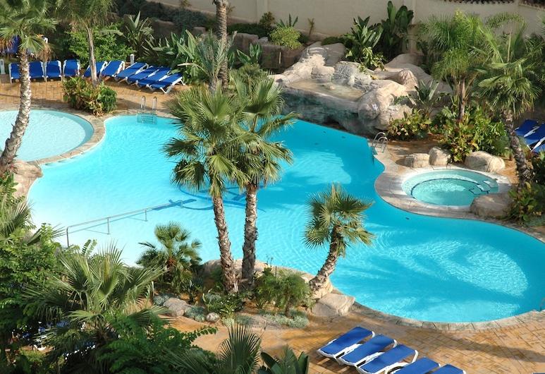 阿爾比爾海灘水療飯店, L'Alfas del Pi, 游泳池