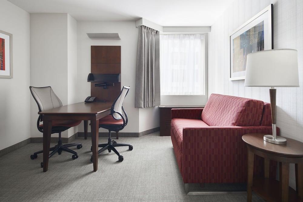 スイート クイーンベッド 1 台ソファーベッド付き - リビング エリア