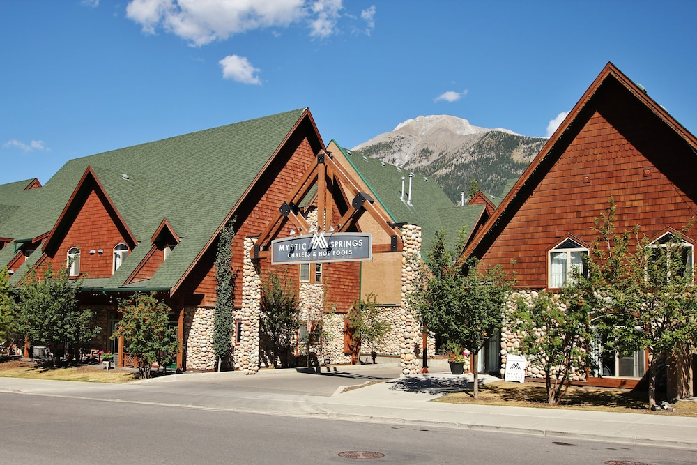 Mystic Springs Chalets & Hot Pools, Canmore