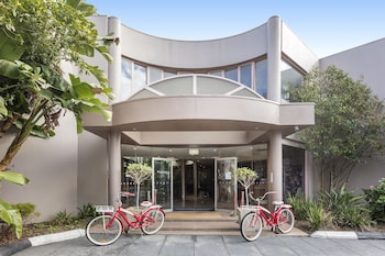 Picture of Kimberley Gardens Hotel & Serviced Apartments in Melbourne