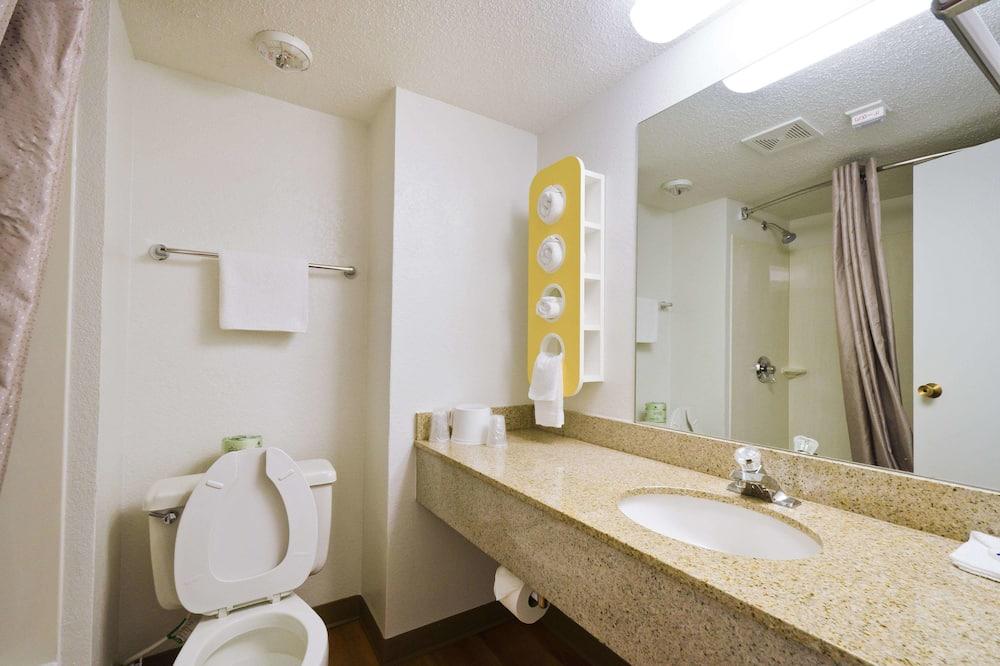 Chambre Deluxe, 1 très grand lit, non-fumeurs, réfrigérateur - Salle de bain