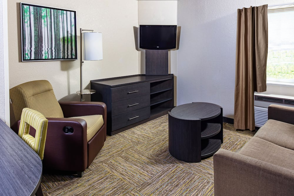 Suite, 1 Bedroom, Accessible (MOBILITY) - Living Area