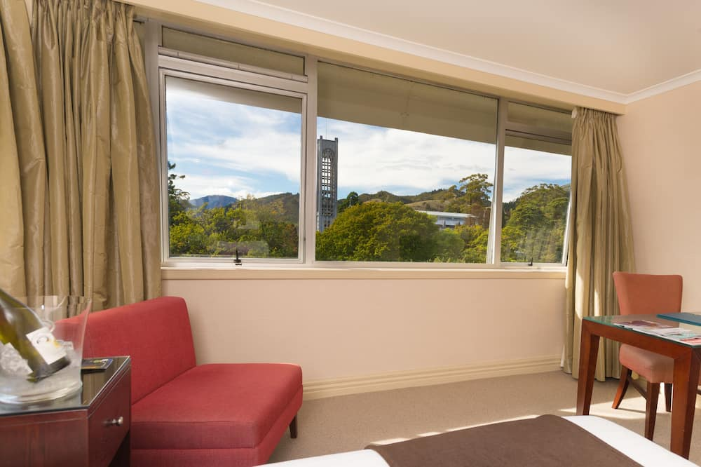 Premium Queen Room - Living Area