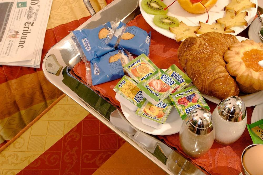 Τετράκλινο Δωμάτιο - Γεύματα στο δωμάτιο