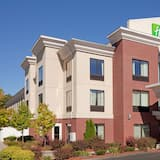 Holiday Inn Express Hotel & Suites Manchester Airport, an IHG Hotel, Manchester (and vicinity)
