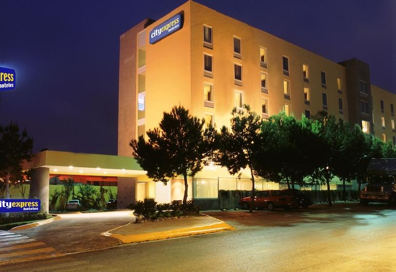 City Express Saltillo Norte, Saltillo, Hotel Front – Evening/Night