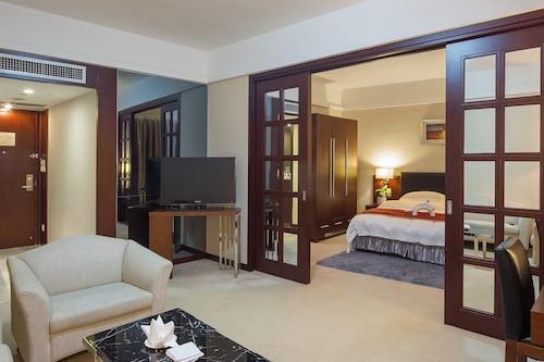 โรงแรมโกลเด้นกัลฟ์
