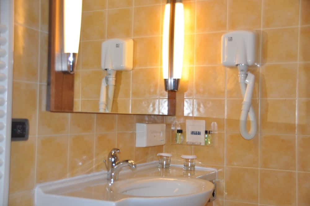 Executive - kahden hengen huone - Kylpyhuone