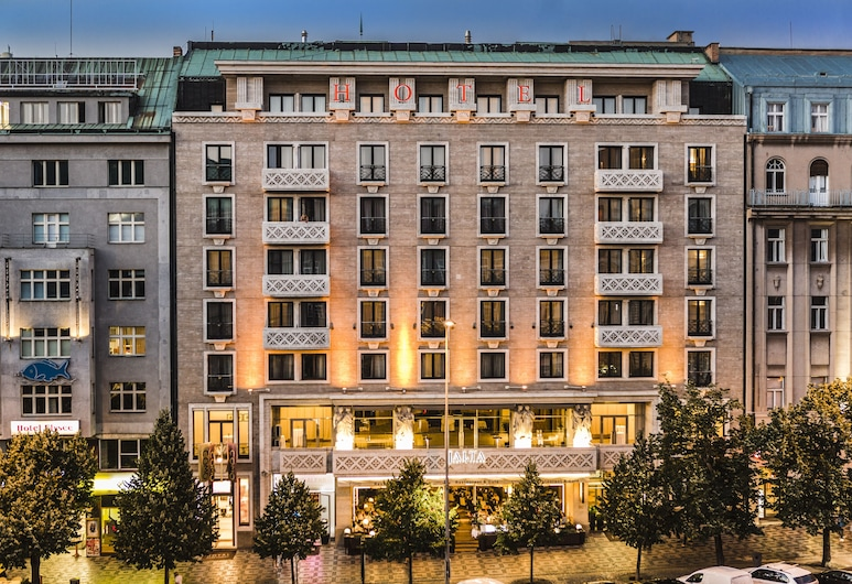 Jalta Boutique Hotel, Praga, Fachada do hotel (à noite)
