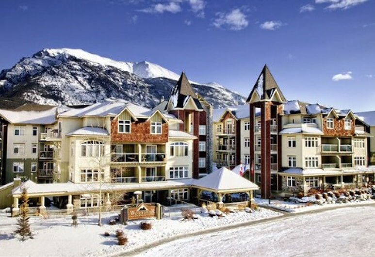 Windtower Lodge and Suites, Canmore, Hotel Front