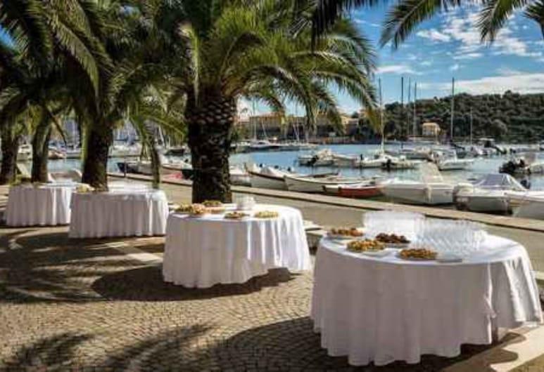 Hotel della Baia, Portovenere, Γεύματα σε εξωτερικό χώρο