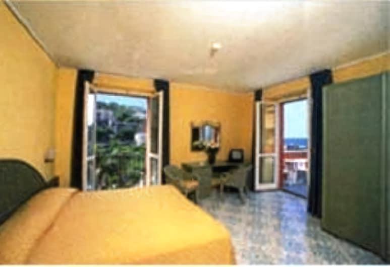 Hotel Villa Maria, Sorrento, Doppia Superior, vista mare parziale, Camera