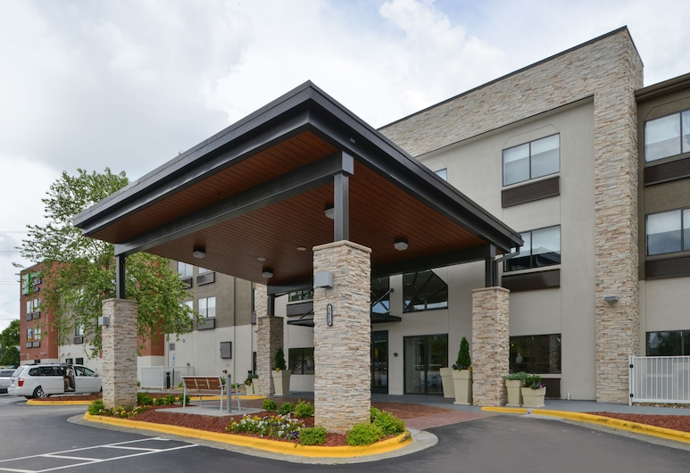 Holiday Inn Express & Suites Raleigh NE - Medical Ctr Area, Raleigh