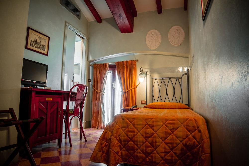 Hotel Della Robbia Florence Single Room Guest