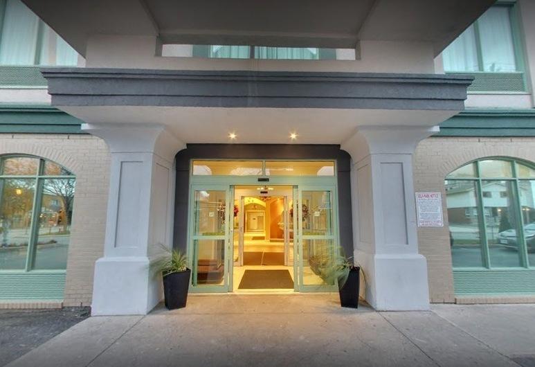 Days Inn & Suites by Wyndham Niagara Falls Centre St. By the Falls, מפלי הניאגרה, חזית המלון