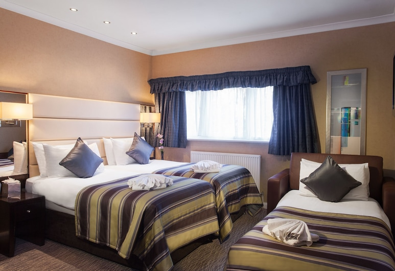 Park Grand London Hyde Park, London, Deluxe Triple Room, Guest Room