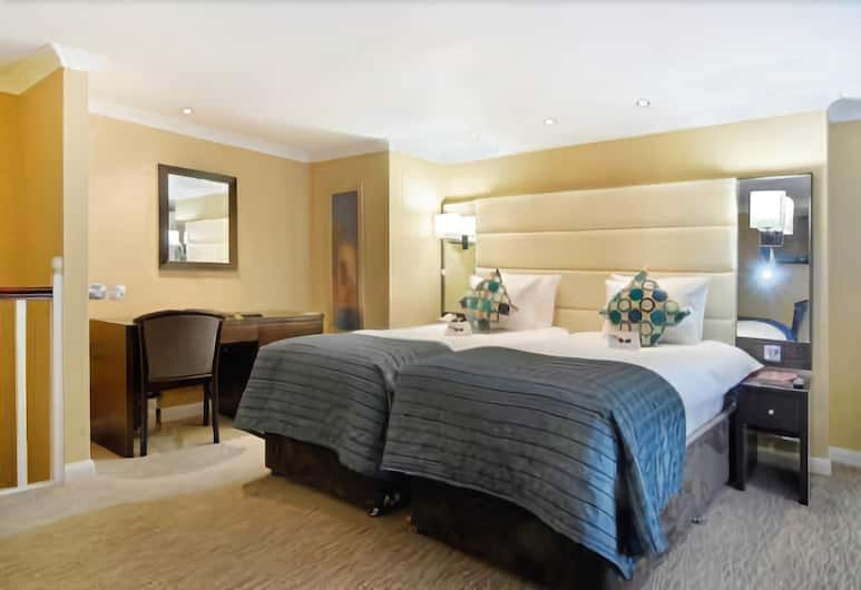 Park Grand London Hyde Park, London, Club Twin Room, Guest Room