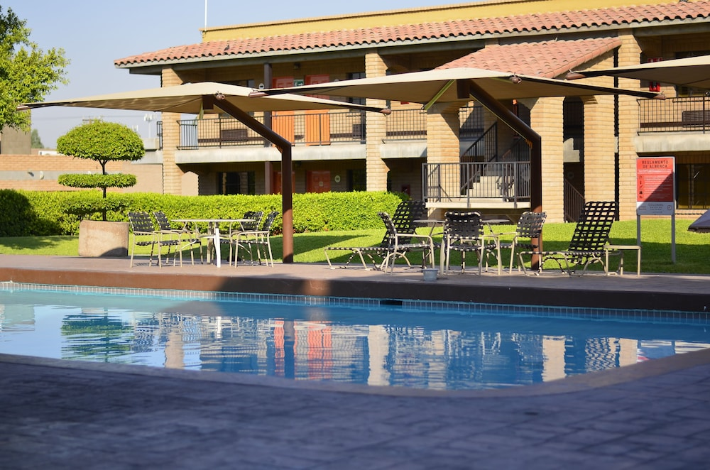 Hotel Colonial Mexicali Outdoor Pool