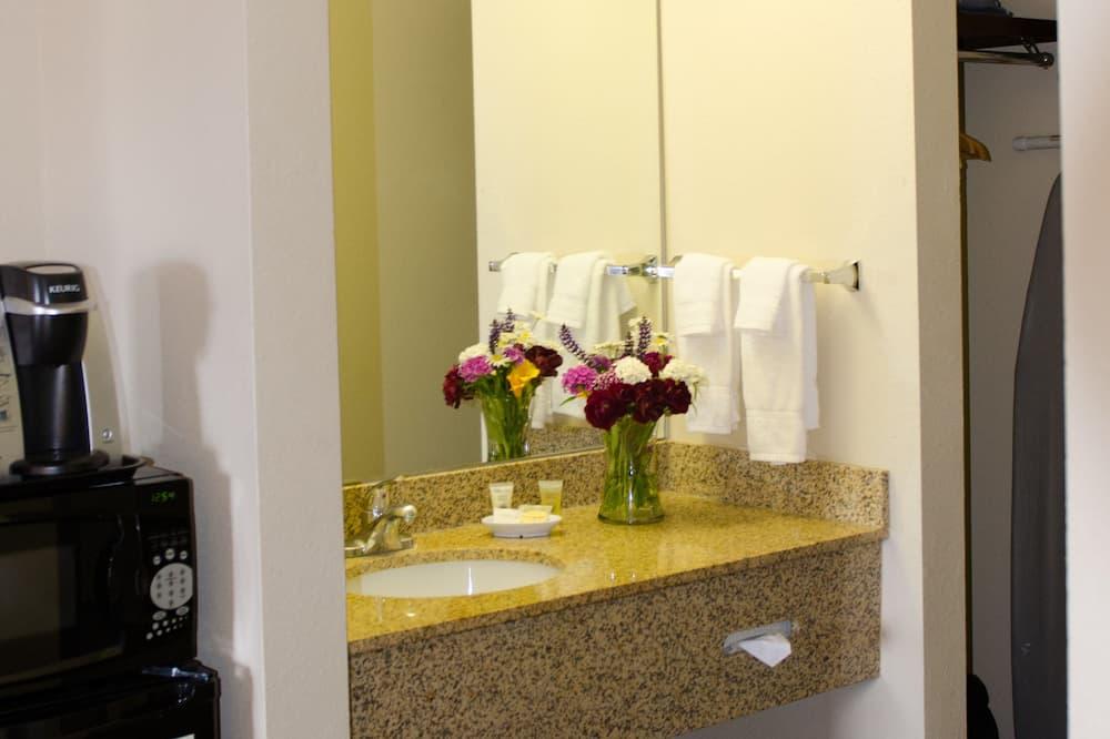 Standard Room, 1 King Bed (Standard King Room) - Bathroom