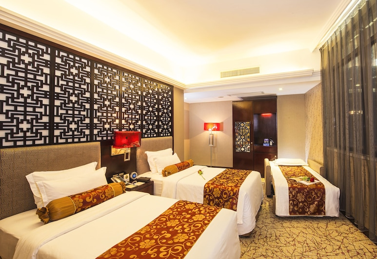 Metropole Hotel, Macau, Classic Triple Room, Multiple Beds, Guest Room